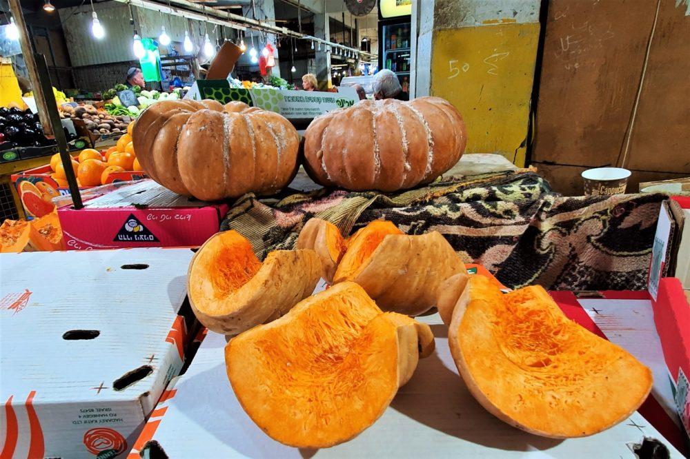 דלעת - סחורה טובה מתוך השפע המוצג בשוק תלפיות (צילום: נילי בנו)