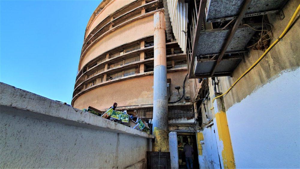 מבנה הבאוהאוס בשוק תלפיות (צילום: נילי בנו)