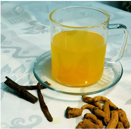 משקה כורכום: הכנה במעבד מזון יחד עם זנגוויל (ginger) ולימון עד לקבלת עיסה אחידה. מחלקת לתבנית סיליקון המיועדת לקוביות קרח ומקפיאים. להמתקה ניתן להוסיף דבש או סילן.