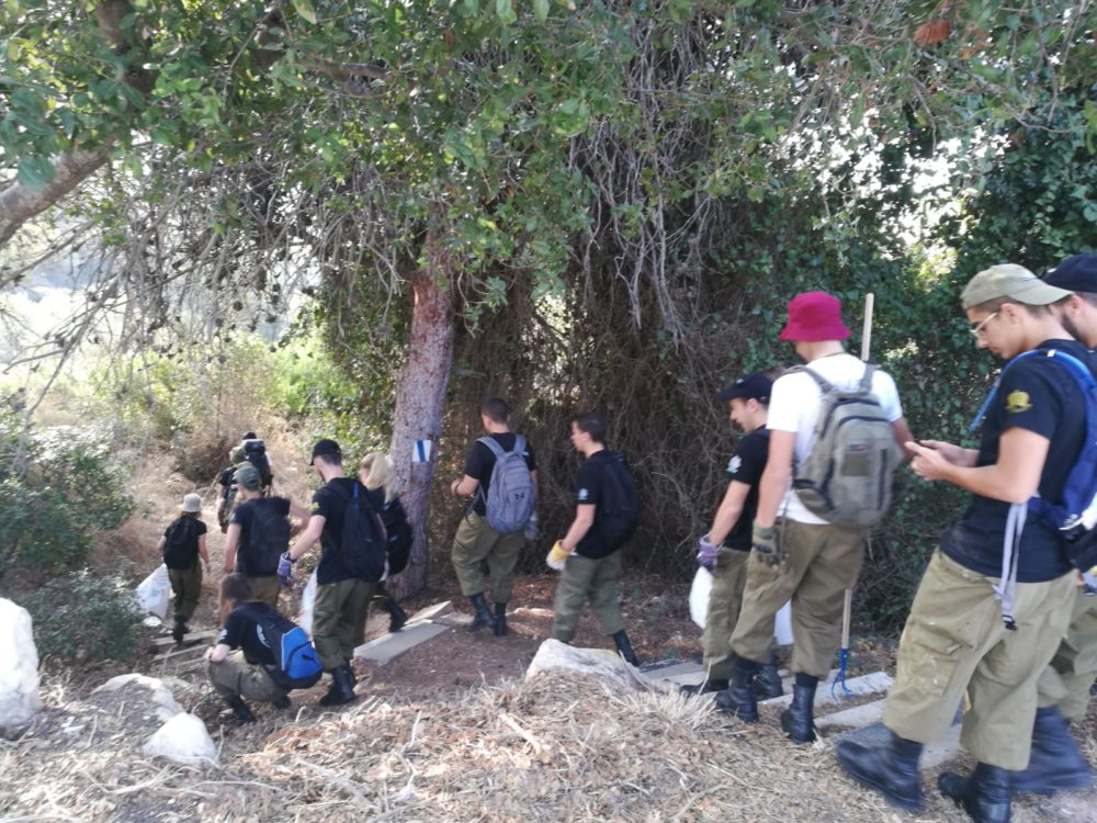 שוחרי הפנימייה הצבאית ריאלי חיפה (צילום: אוהד שוורץ, החברה להגנת הטבע)