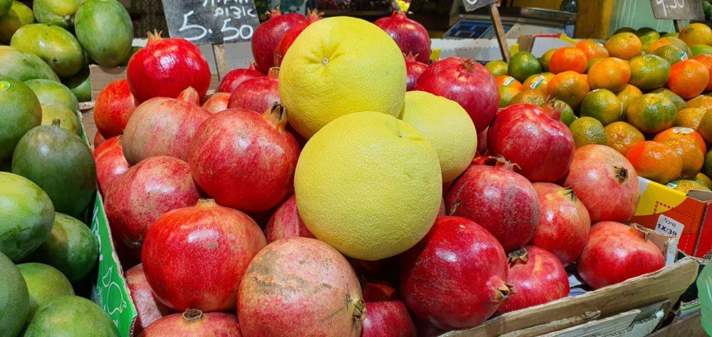 המראה הססגוני והאווירה בשוק תלפיות חיפה (צילום: נילי בנו)