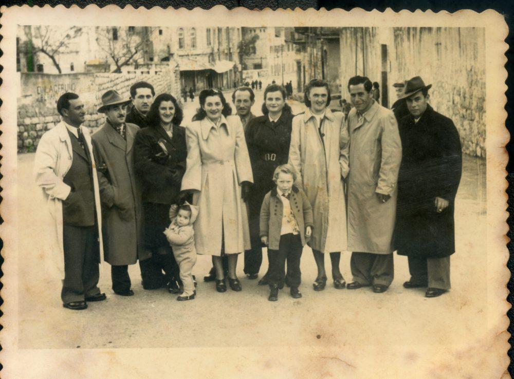 תושבי השכונה ואדי סאליב 1950 (צילום: באדיבות יהודית מלר)