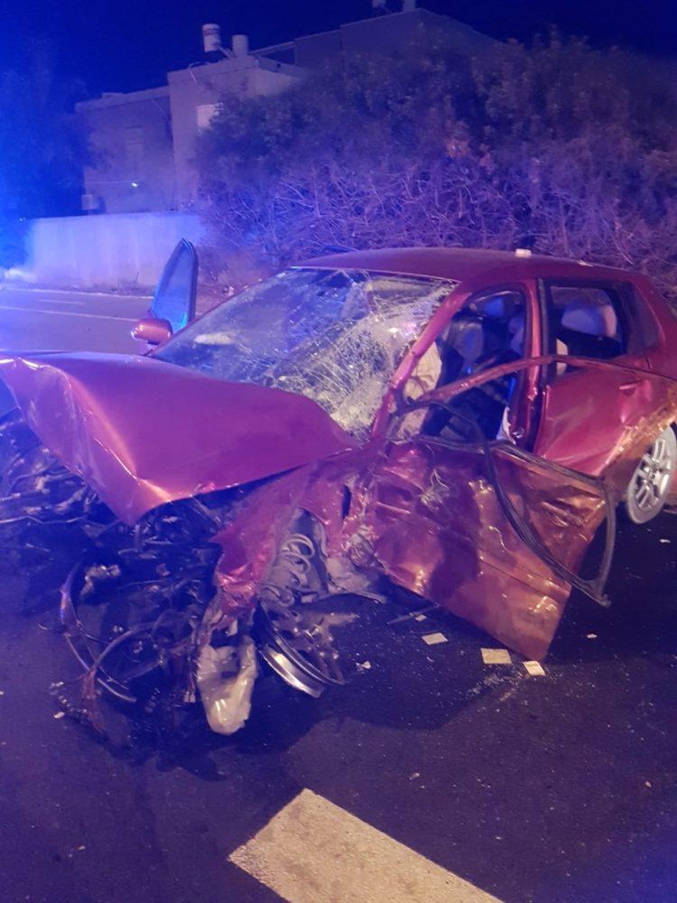 תאונת דרכים קשה ביציאה מקריית ביאליק (צילום: לוחמי האש)