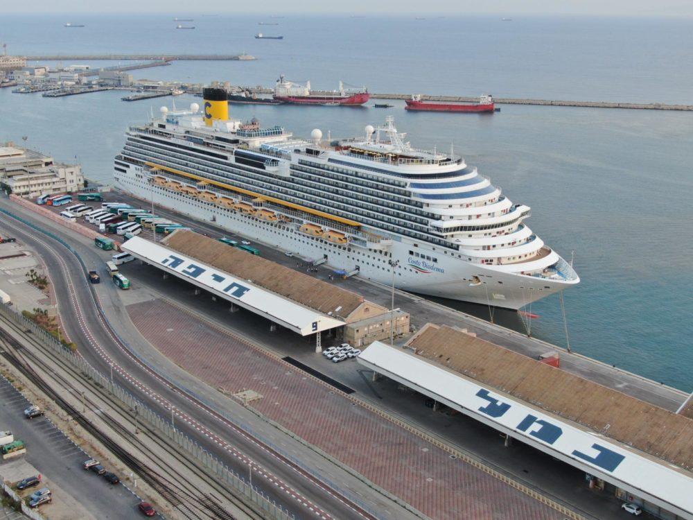 אניית התענוגות האיטלקית Costa Diadema עוגנת בנמל חיפה (צילום: מרום בן-אריה)