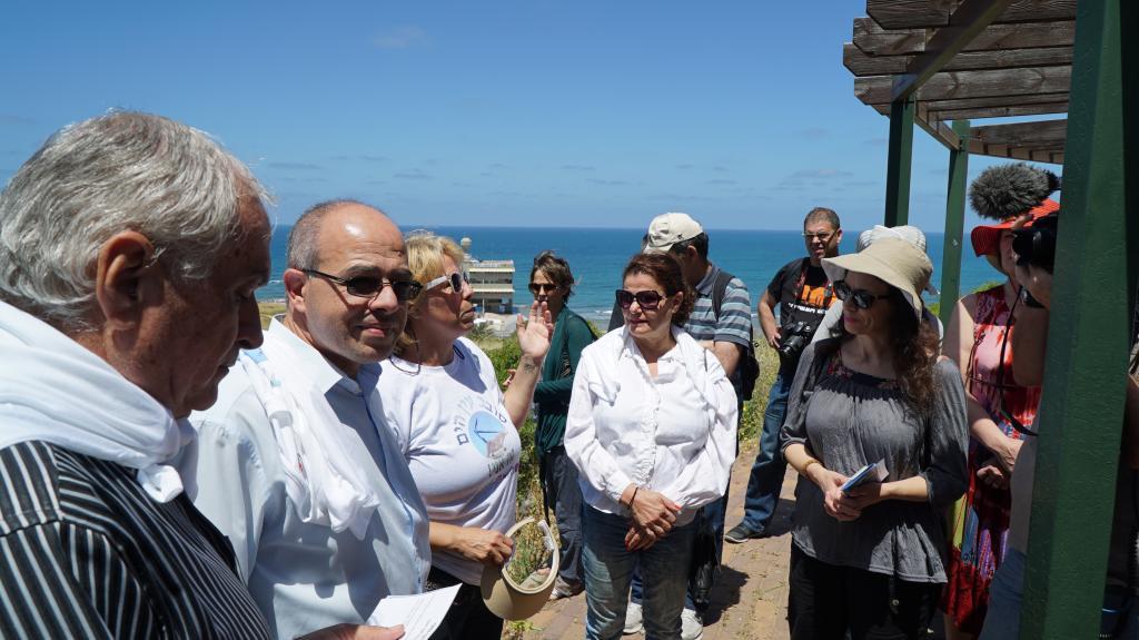 סיור שארגנו בהתנדבות תושבים פעילים משכונת עין הים בחיפה, במסגרת הליכות ג'יין (צילום: ירון כרמי)