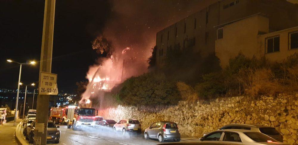השרפה ברחוב ערד בשכונת נווה יוסף בחיפה (צילום: איחוד הצלה)