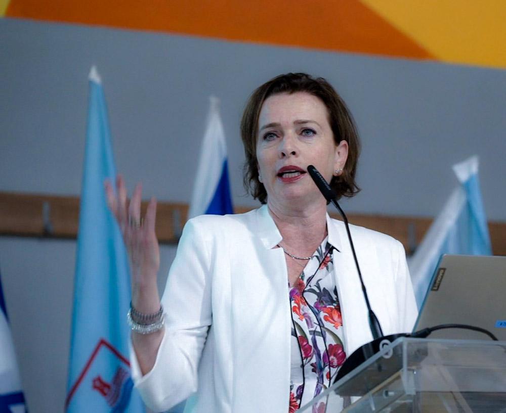 """ד""""ר עינת קליש - רותם - הצגת תכנית התחדשות עירונית לקריית חיים (צילום: ירון כרמי)"""