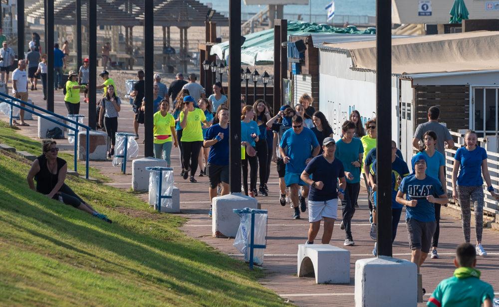 מירוץ ליאו באק על חוף הים של חיפה (צילום: ירון כרמי)