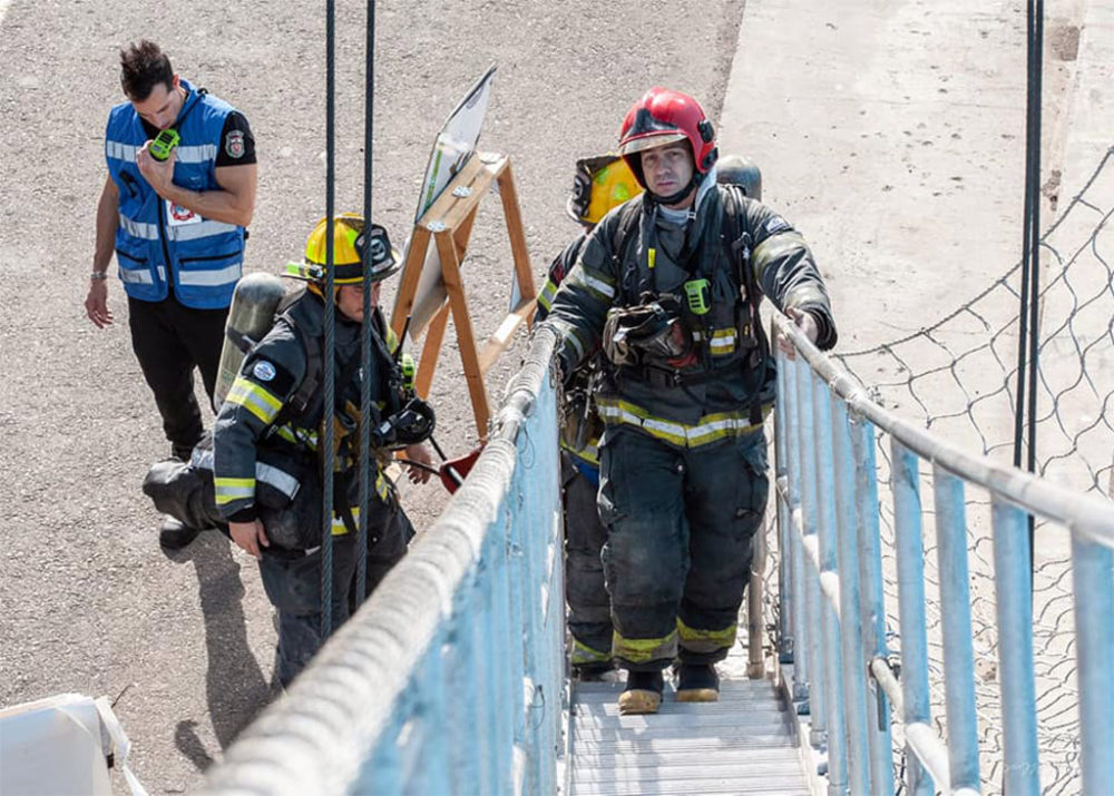 כבאים בתרגיל שריפה וחילוץ באוניית משא בנמל חיפה (צילום: כבאות והצלה תחנה אזורית חיפה)
