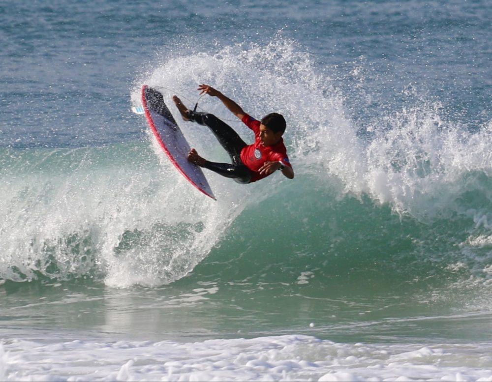 גלישת גלים בחיפה - תמונות מתחרות הנוער (צילום: חן דיין)