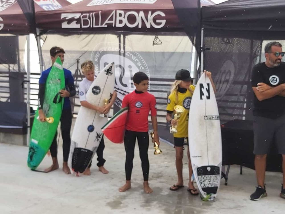 תחרות גלישת גלים בחיפה - פודיום נוער U14 (צילום: סער בן שמחון)