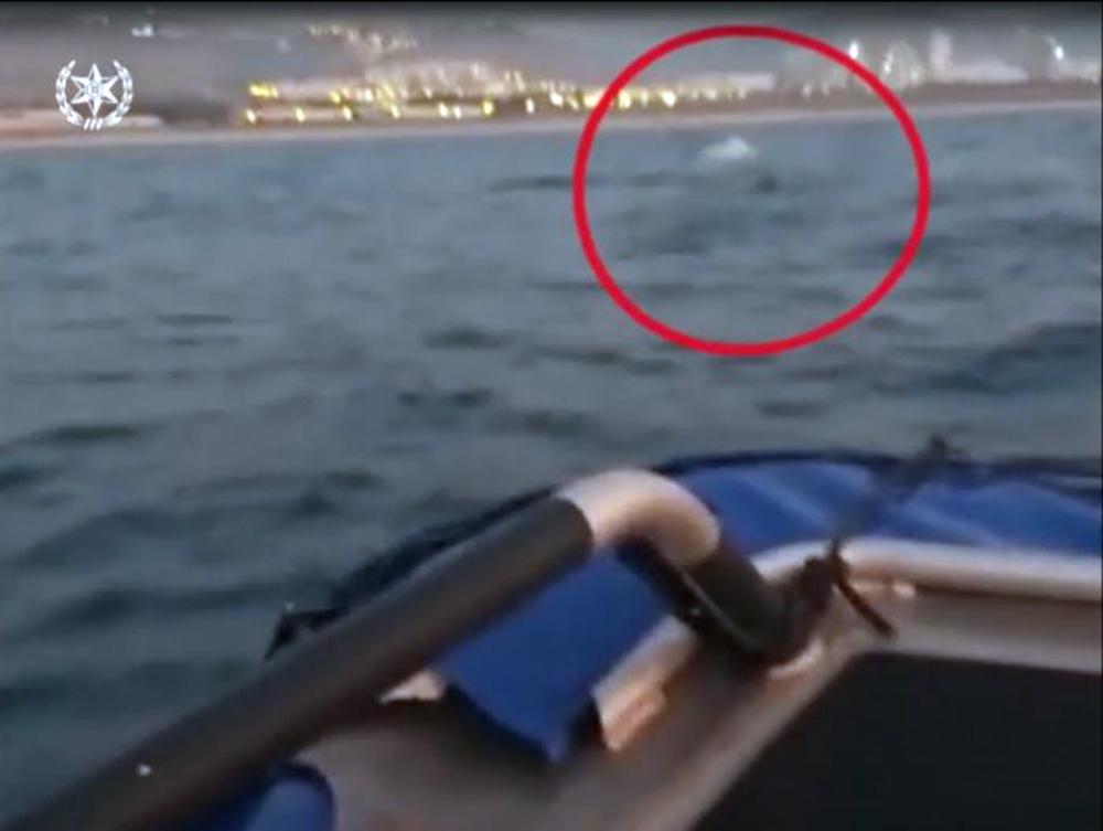 שלושה גולשי קייטסרפינג חולצו מלב ים בחיפה (צילום: משטרת ישראל)
