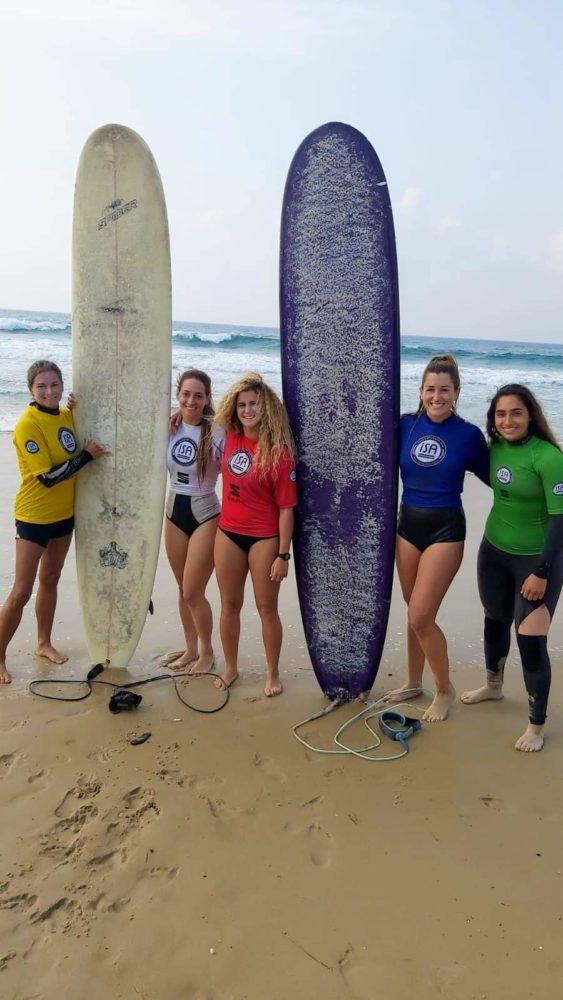 מתמודדות בתחרות הנשים - תחרות גלישת גלים לונגבורד בחיפה (צילום: יעל ליאצקי)