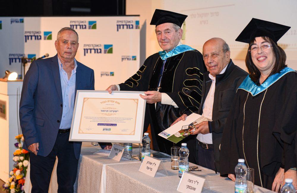 """מימין לשמאל: ד""""ר ניצה-שוובסקי, ד""""ר אהרון בר-עוז, פרופ' יחזקאל טלר ופרופ' ישעיהו-תדמור (צילום: דוד שי)."""