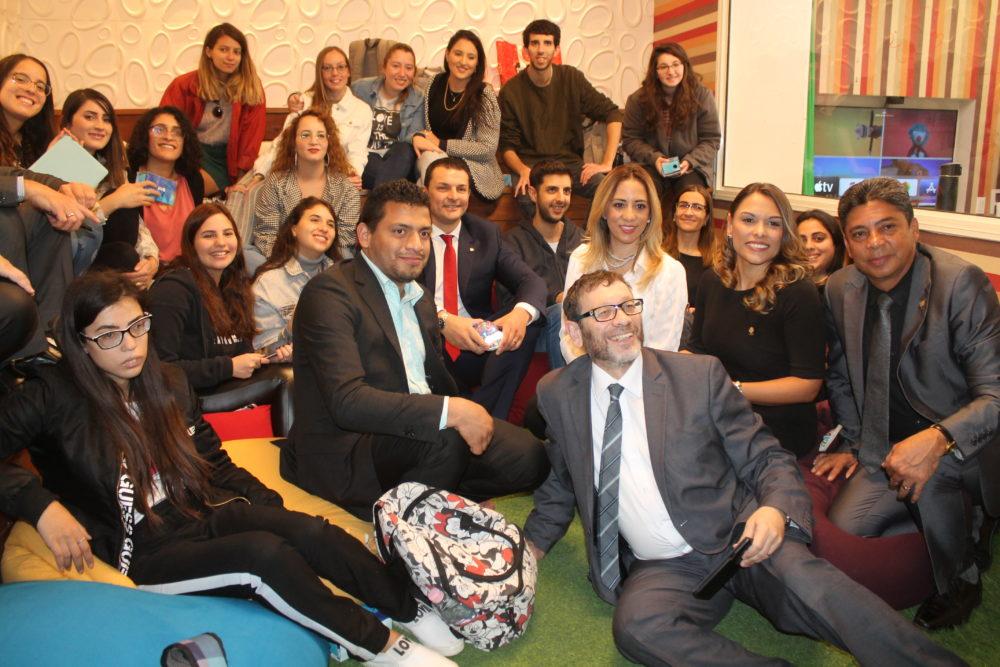 משלחת הפוליטיקאים מאנדורה עם הסטודנטים כיתת העתיד במכללה (צילום: אלי מייזליש)