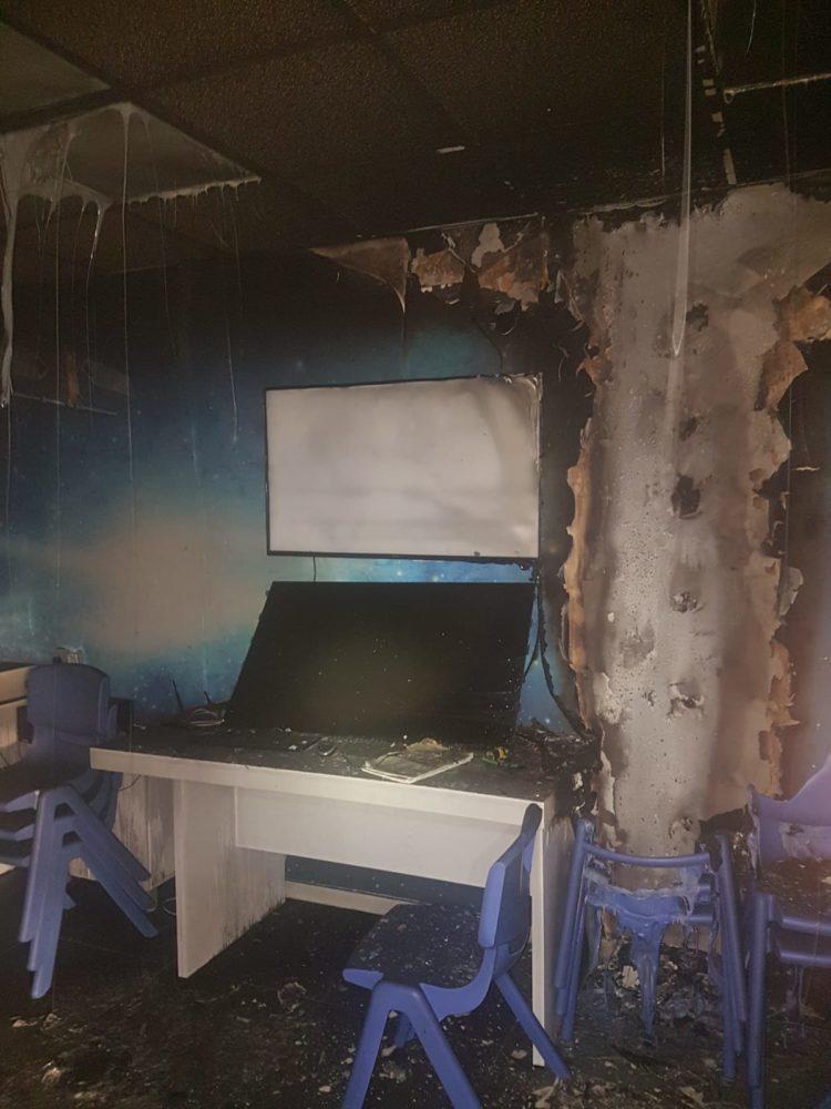 שריפה בבית ספר רוגוזין קריית אתא (צילום: כבאות והצלה מחוז חוף)