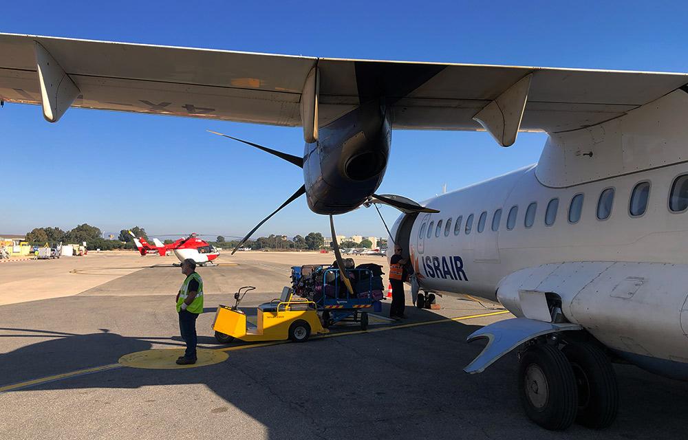 מטוס ישראייר לקראת המראה - שדה התעופה של חיפה (צילום: ירון כרמי)