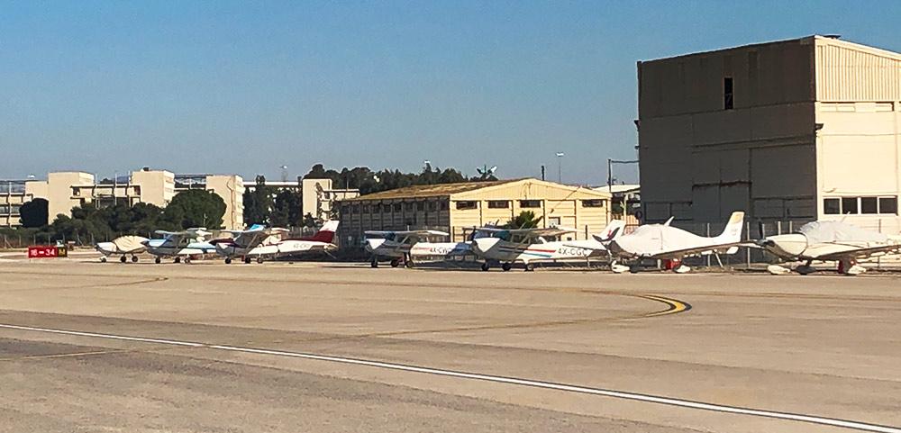 מטוסים קלים בשדה התעופה של חיפה (צילום: ירון כרמי)