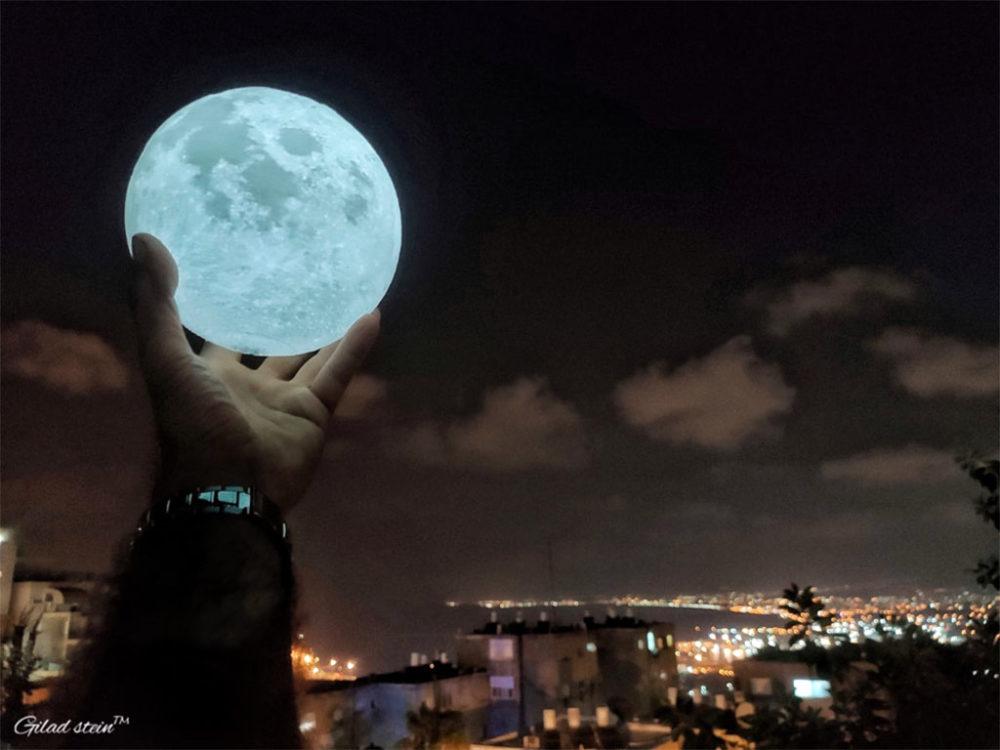 אביא לחיפה את הירח • צלמים חיפאים מציגים תמונות בכרמלית בחיפה בתערוכה 'מטרוארט' (צילום: גלעד שטיין)