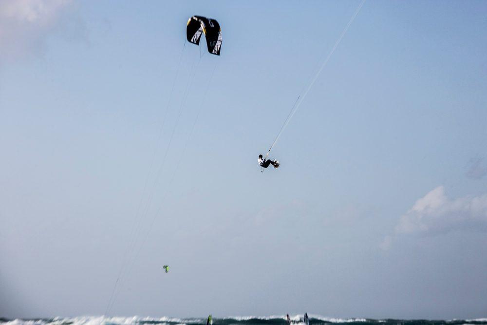 הקפצנים - גולשי קייט אשר רכשו מיומנות טכנית להגיע הכי גבוהה שאפשר (צילום: אקי פלקסר)