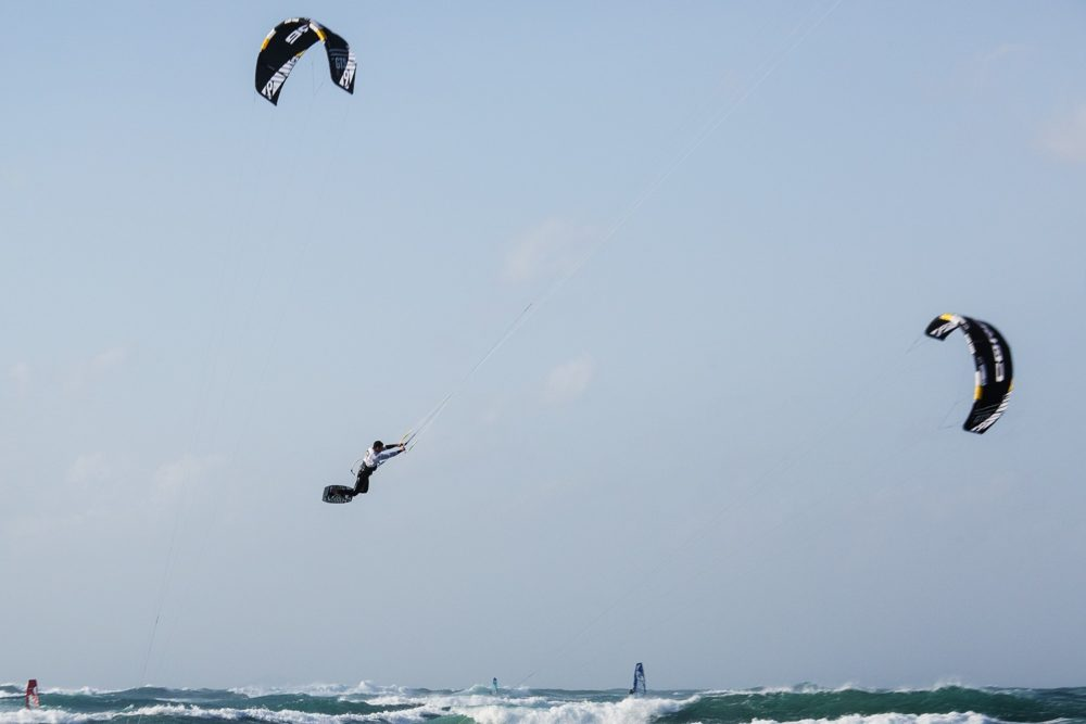 חי כץ • הקפצנים - גולשי קייט אשר רכשו מיומנות טכנית להגיע הכי גבוהה שאפשר (צילום: אקי פלקסר)