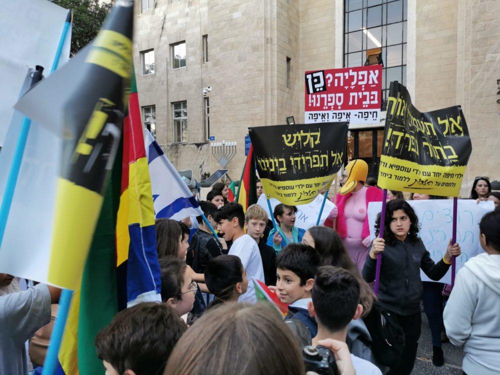 הפגנה נגד החלטת ראש העיר קליש (צילום: סמר עודה כרנתינג'י)