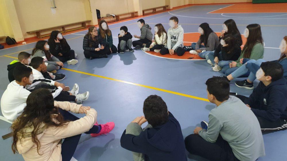 דיון מסכם בכיתות בסוף הערב. בתמונה: המחנכת אימאן בדאח וכיתתה ז'3 (צילום: מור שלגי, גולן)