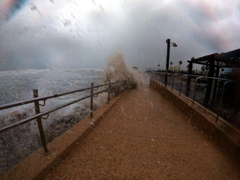 סערת חורף בחיפה (צילום: מוטי מנדלסון - חוקר ימי)