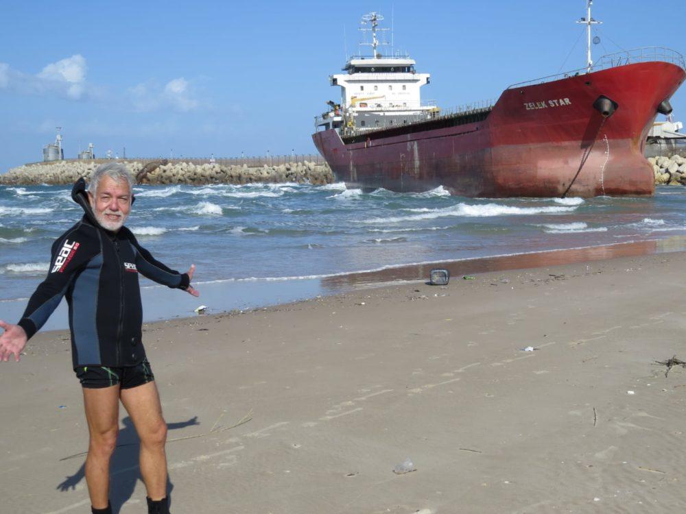 האנייה בחוף אשדוד (צילום: מוטי מנדלסון, חוקר ימי)
