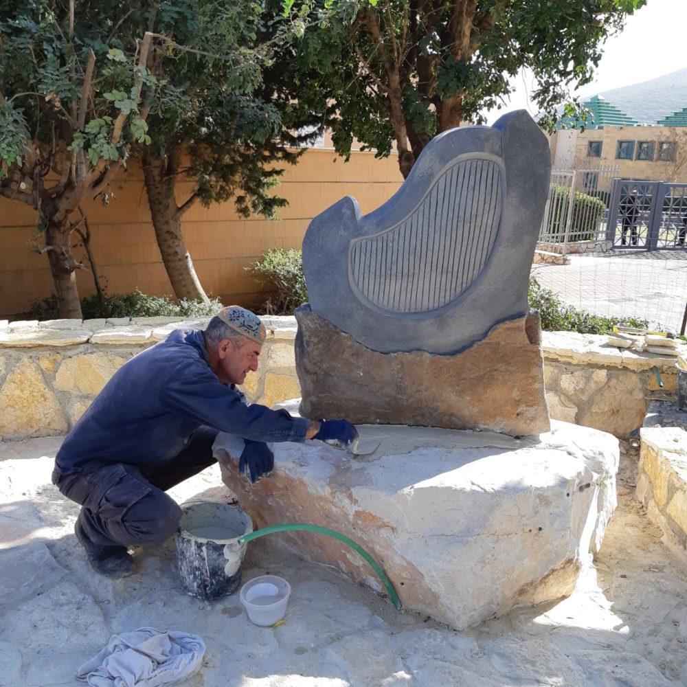 """פסל """"נבל דוד"""" של הפסל דוד יסעור (צילום: אלבום אישי)"""