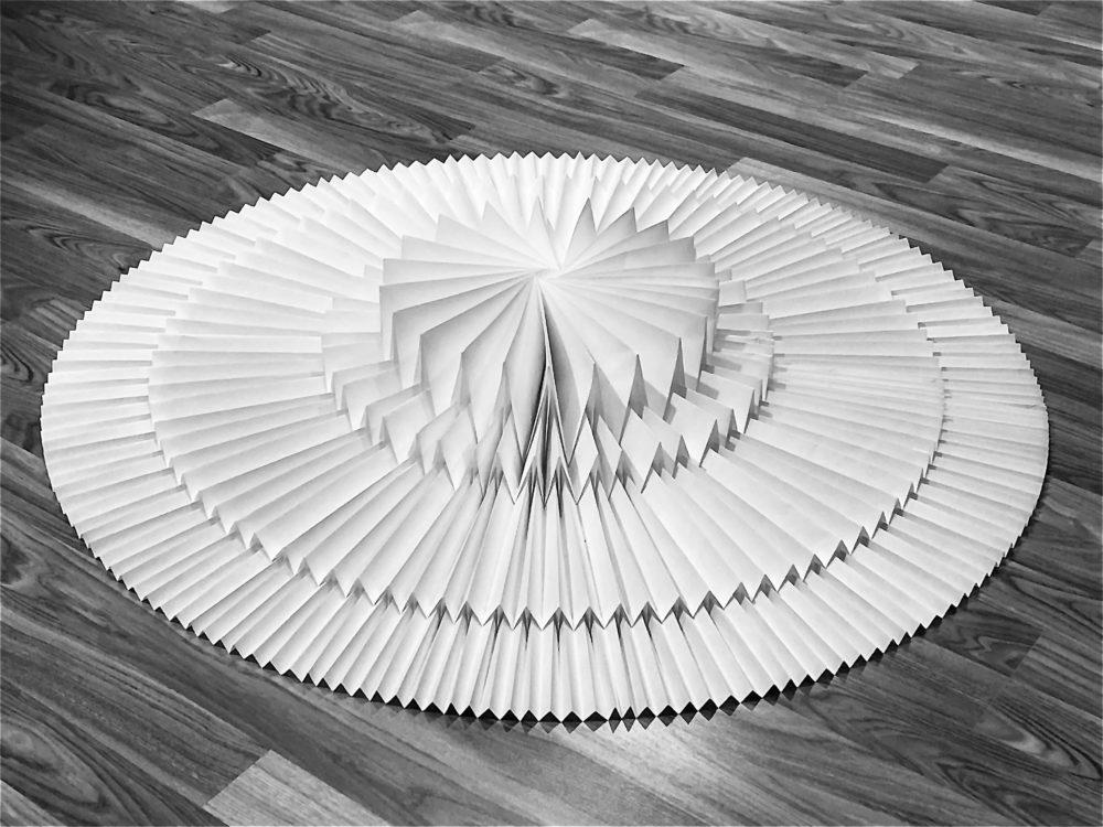 טומקו פוסה / מיצב אוריגמי המוזיאון טיקוטין חיפה (צילום: אוקטאי-אגרונוב)