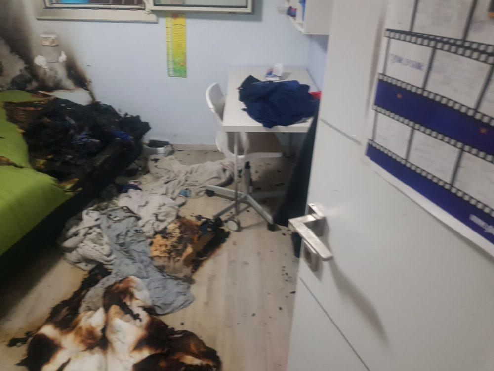שריפה בדירה בשכונת משכנות האומנים שבקרית מוצקין (צילום: כבאות והצלה)