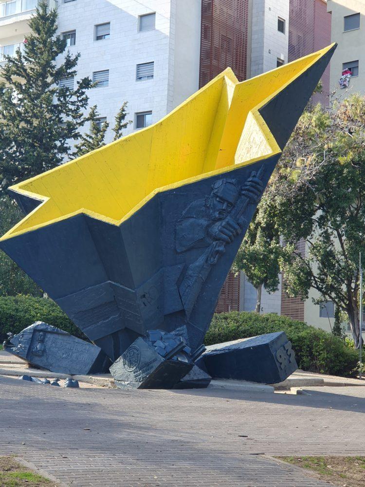 אנדרטת הלוחם היהודי (צילום: יעל ניצן)