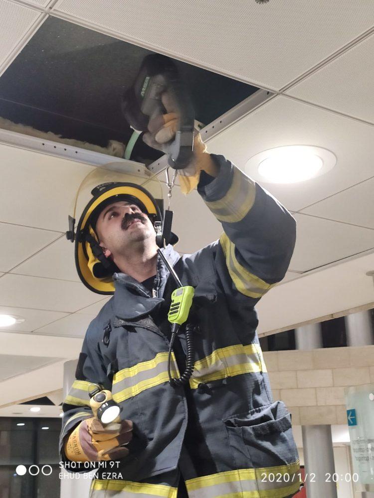 שריפה בבנין ביטוח לאומי בחיפה (צילום: לוחמי האש)