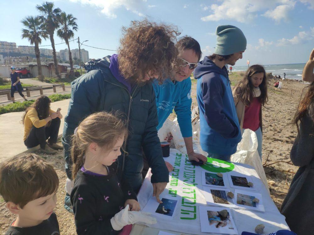 מבצע ניקוי חוף התכלת - Beach cleanup • מול הכנסיה (צילום: רותם וידן)