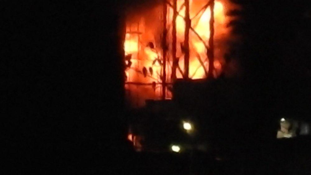 שרפה במתחם בתי הזיקוק כובתה על ידי צוות המפעל (צילום: ילנה - נווה יוסף)