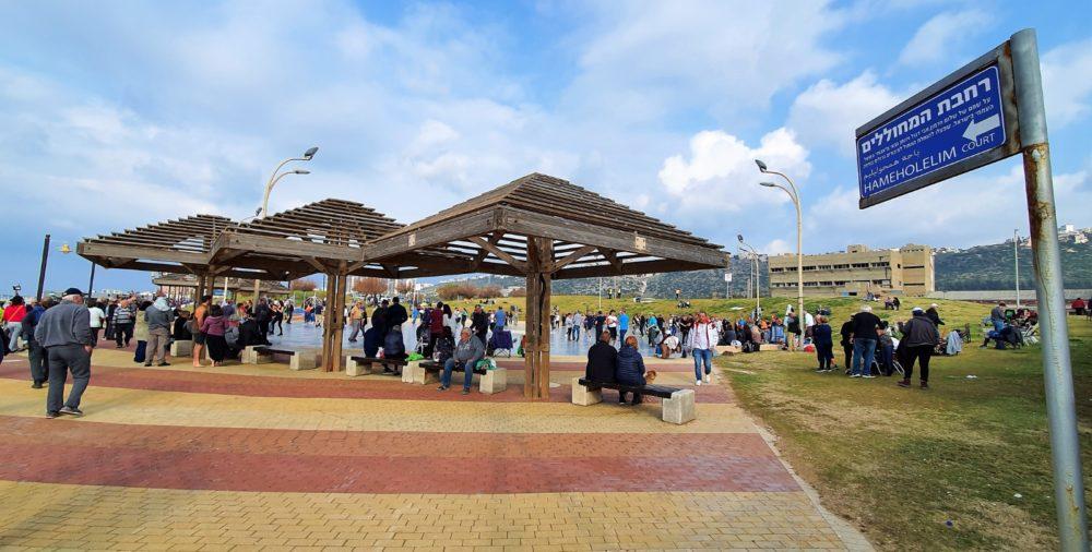 כיכר הרוקדים - יום שבת אביבית נפלאה בלב החורף בחוף דדו בחיפה (צילום: נילי בנו)