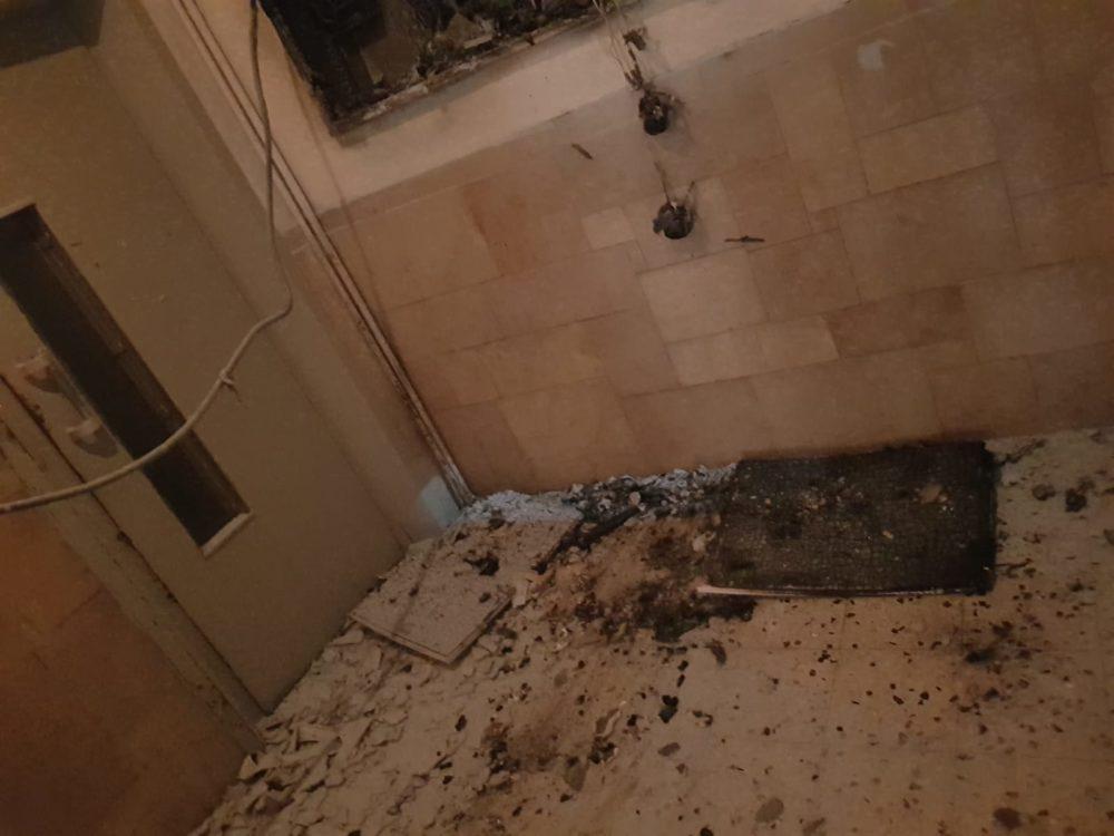 ארון חשמל שנשרף בעיר התחתית בחיפה (צילום: לוחמי האש)