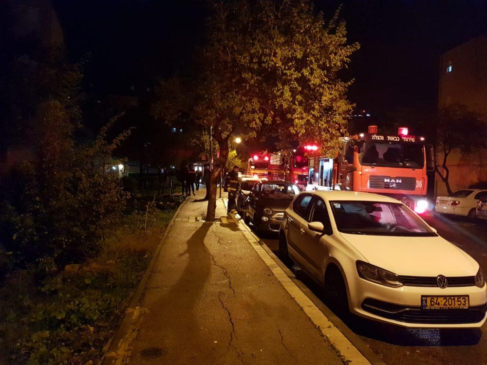שריפות בשני מבני מגורים בשכונת קריית אליעזר בחיפה - ארונות חשמל עלו באש (צילום: לוחמי האש)