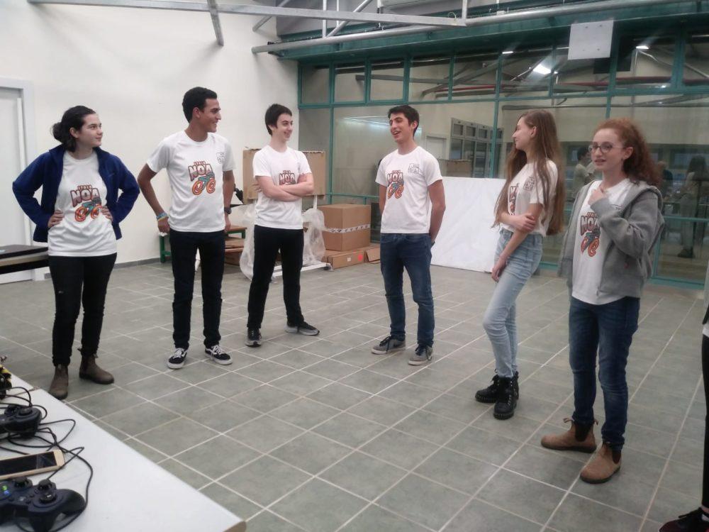 נציגי הקבוצה הציגו את פעילותם בפני צוות שופטים.(צילום: יוסי ברקאי)