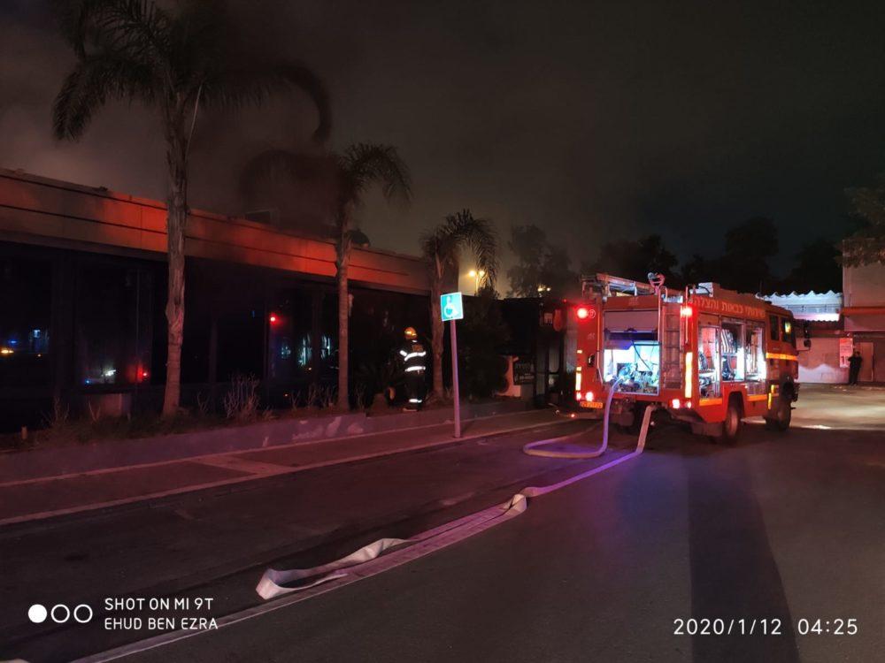 שריפה במסעדה ברחוב חלוצי התעשיה שבמפרץ חיפה(צילום: כבאות והצלה)