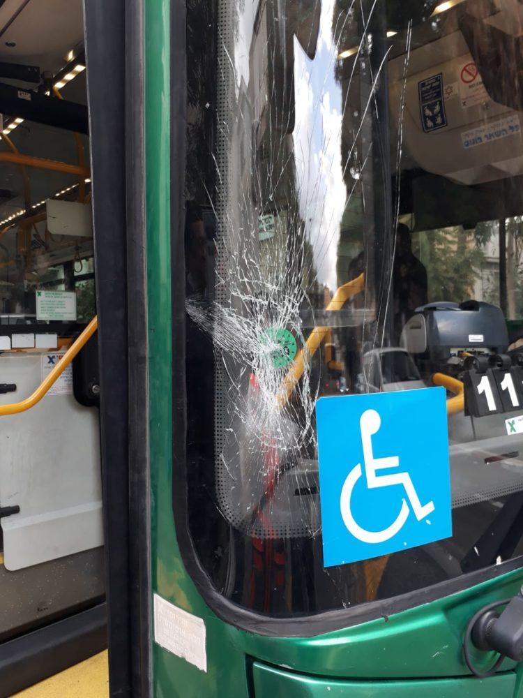 גבר כבן 70 נפגע מאוטובוס- הוא מוגדר במצב בינוני (צילום: איחוד הצלה)