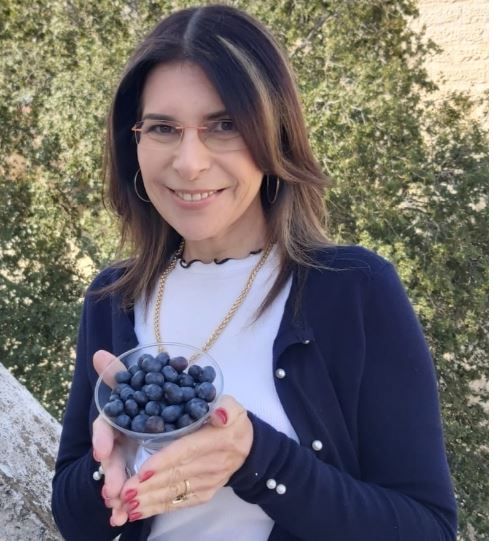 """ד""""ר סילביה מנדל, אוכמניות כחולות (צילום: אלבום אישי)"""