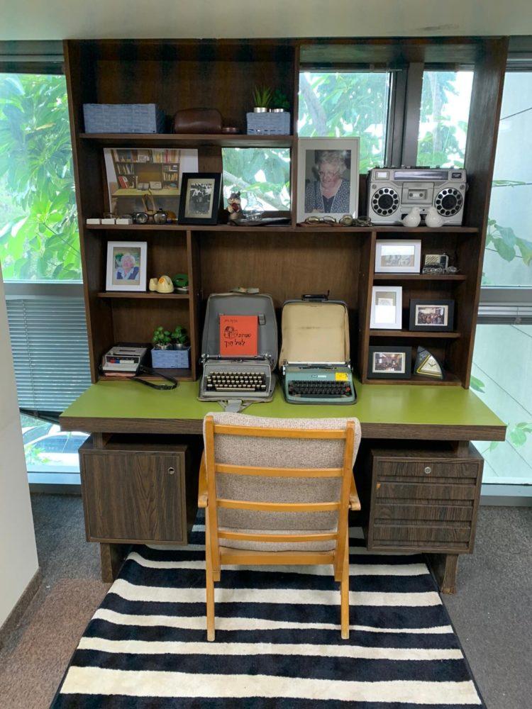 שולחן של מרים רות (צילום: רויטל יהלום חכמוב)