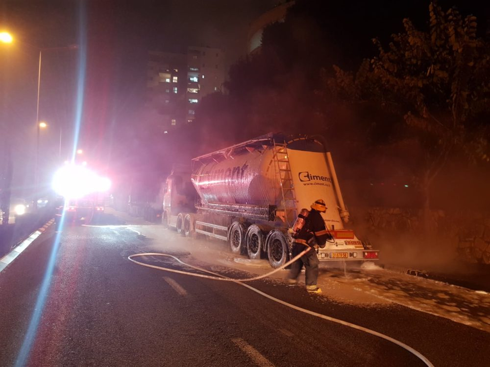 שריפת משאית (צילום כבאות והצלה)