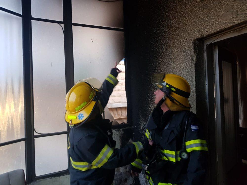 סיר נשרף וגרם לשריפה בבנין מגורים בחיפה (צלום: כבאות והצלה)