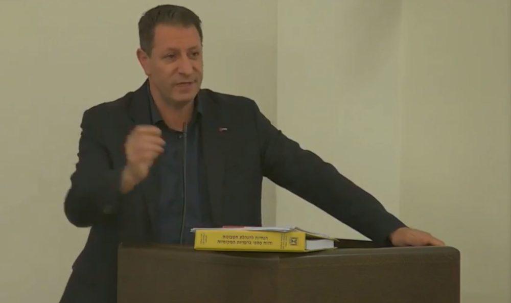 ג'אקי ואכים במהלך הדיון על התקציב במועצת העיר (צילום: עיריית חיפה)