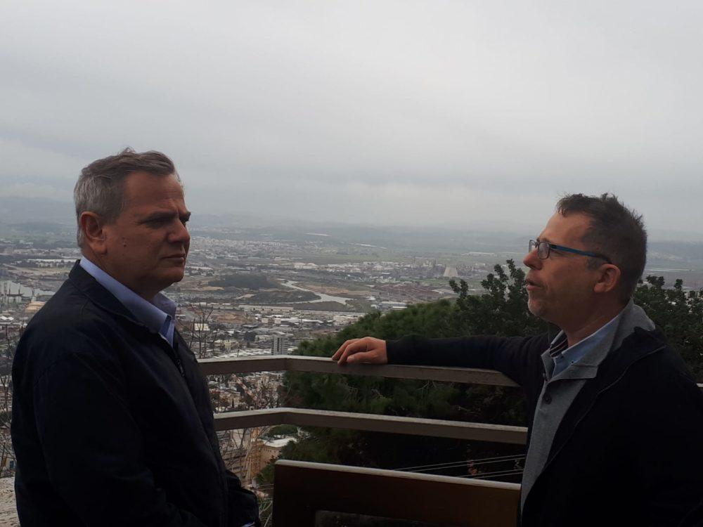 """ד""""ר יובל ארבל וניצן הורביץ • ניצן הורביץ, יו''ר מפלגת מרצ סייר בחיפה ונפגש עם פעילי סביבה (צילום: אלה אלכסנדרי)"""