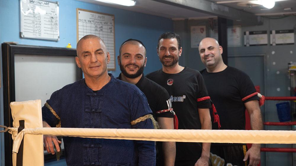 רני קאושינסקי עם הצוות המקצועי • קאושינסקי-צ'י (צילום: ירון כרמי)