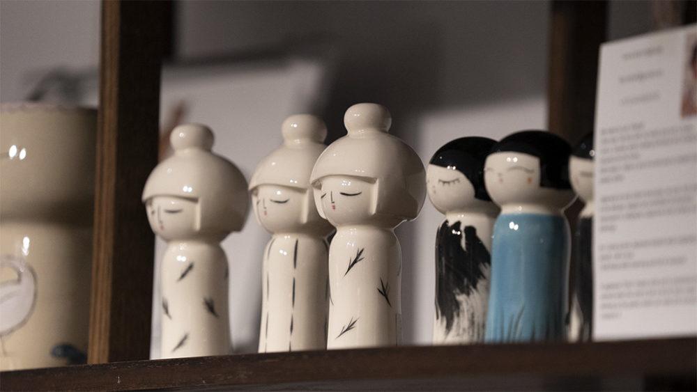 פסלונים בחנות המוזיאון • תערוכות חדשות במוזיאון טיקוטין בחיפה (צילום: ירון כרמי)